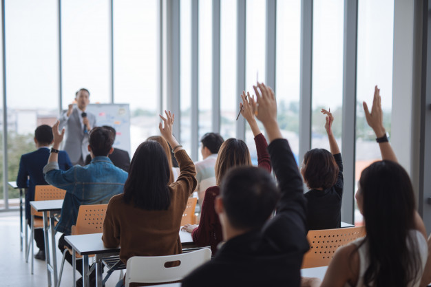 raised-up-hands-arms-large-group-seminar-class-room-agree-with-speaker-conference-seminar-meeting-room_29360-140